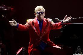 """La mitica canzone """"Your Young"""" di Elton John compie 50 anni."""