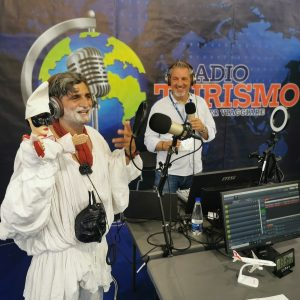 Alla BMT di Napoli il divertente duetto di Pulcinella con il burrattino Gennarino