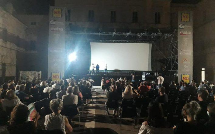 """Platea gremita al Belvedere per """"Vanvitelli sotto le stelle"""""""