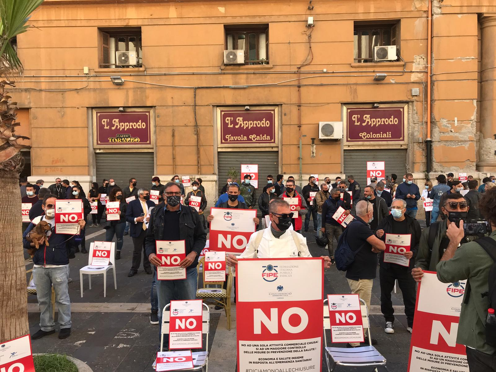 Confcommercio e Fipe in piazza per dire 'no' alle chiusure anticipate