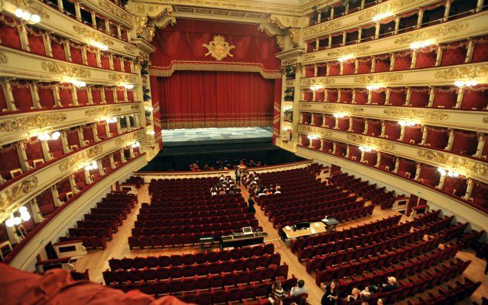 """La Scala di Milano riapre con due concerti evento e show """"on the road"""""""