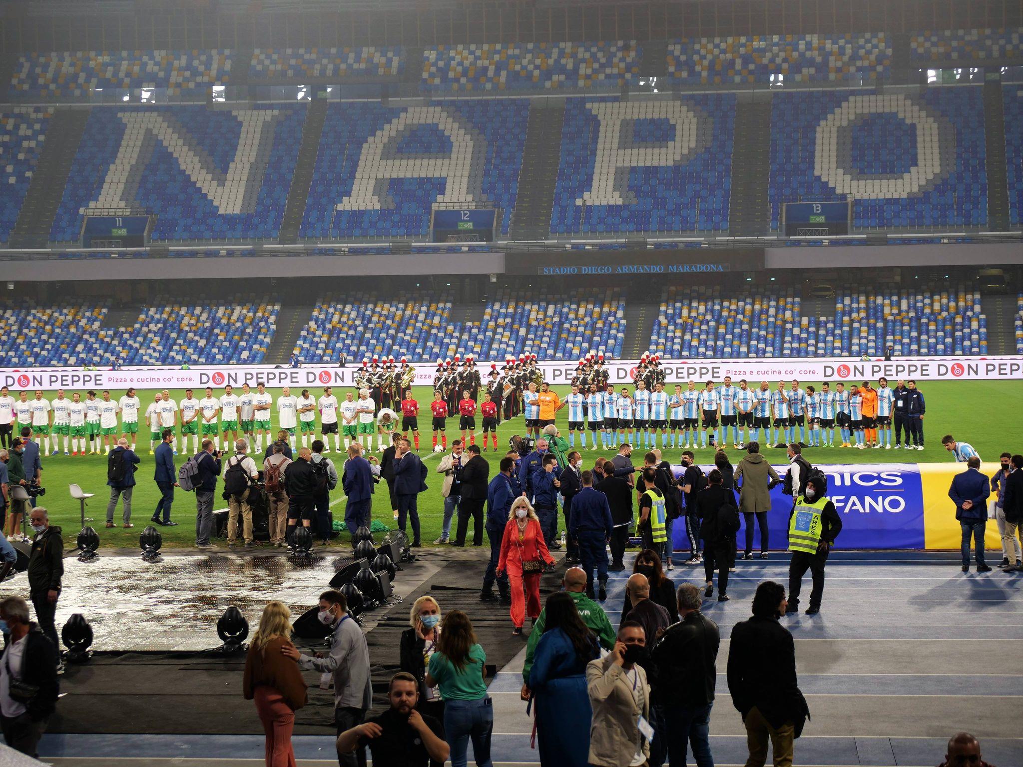 """La serata di beneficenza con """"Una notte per Diego"""" a Napoli"""
