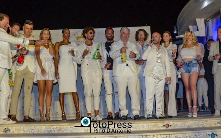 """L'evento in """"total white"""" al Dubai Village, che successo!"""